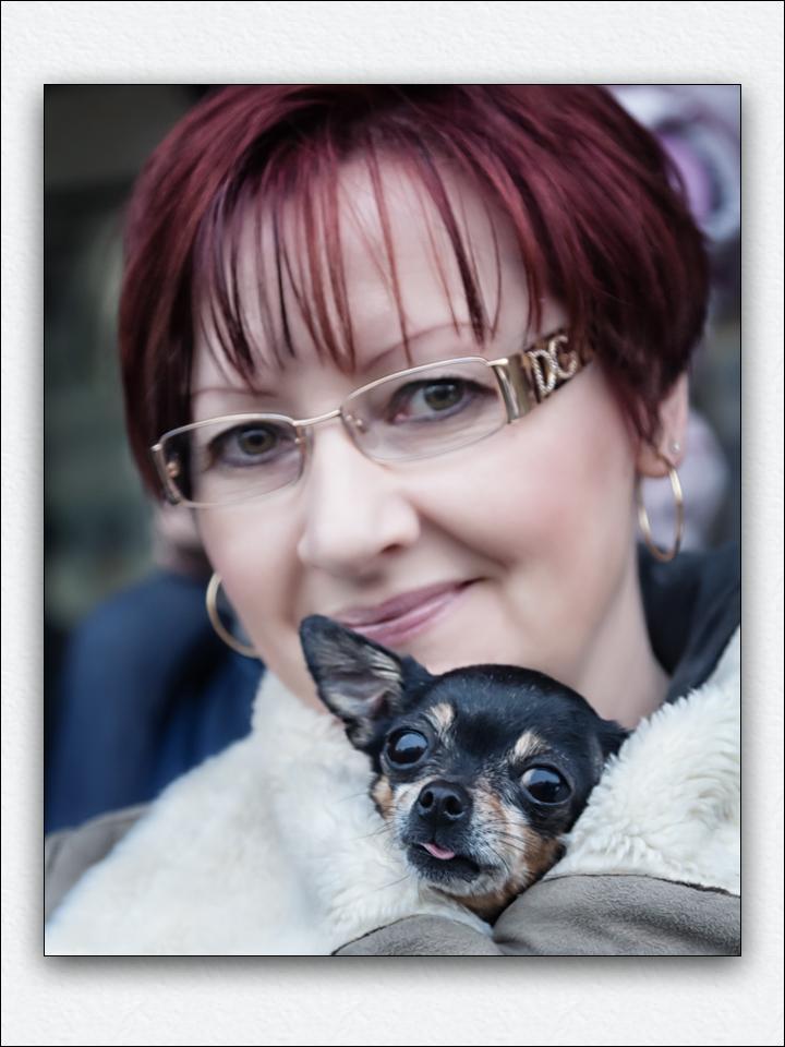 Una signora con suo cagnolino